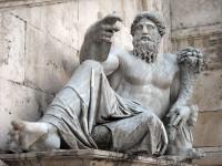 Roma,_piazza_del_Campidoglio_-_Fontana_della_dea_Roma_-_il_Nilo