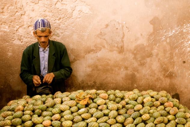 Sprzedawca fig w Maroku. Fot. Claude Renault